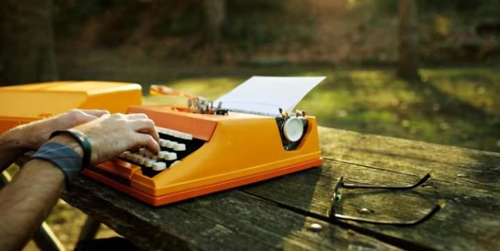 Машинка пишущая на природе