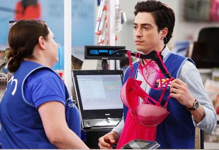 Мужчина покупает женское нижнее белье трахнул в красивом кружевном белье