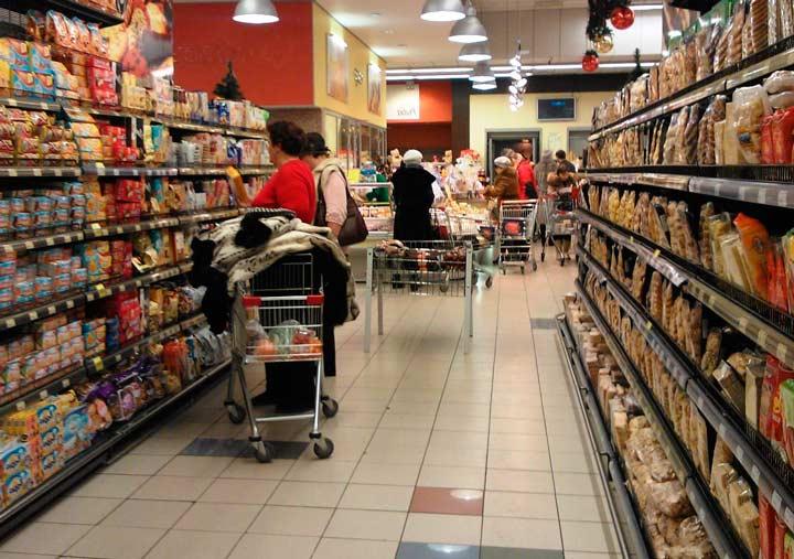 В качестве подарка, который можно съесть и который легко транспортировать, можно купить в магазине боксе следующие продукты